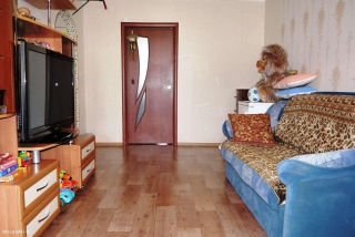 комната покрытая линолиумом в два слоя