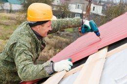 закрепляем профнастил на крыше