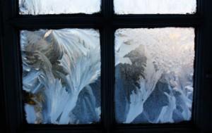 Почему окна замерзают изнутри или покрываются плесенью